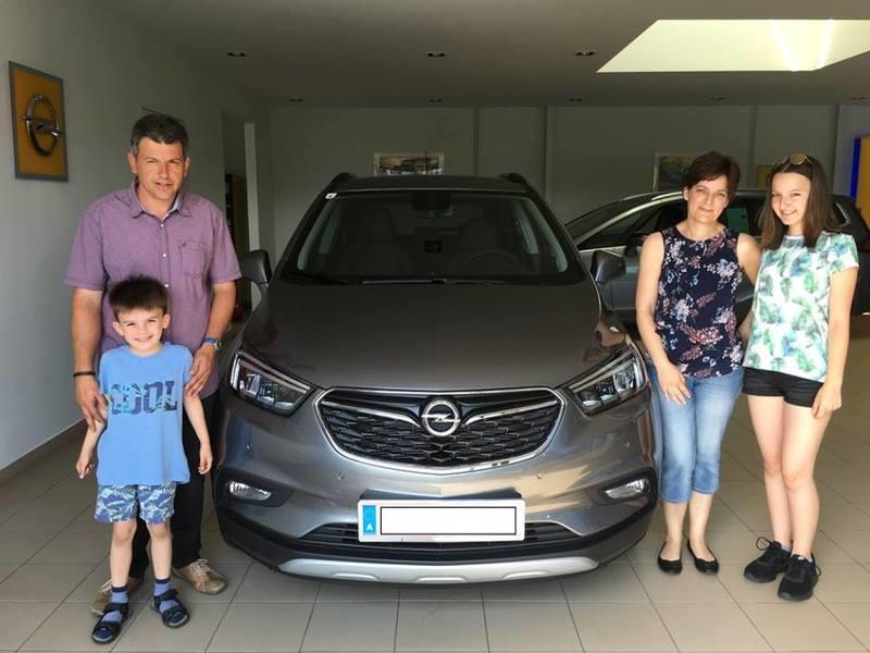Familie Jandrasits freut sich über ihren neuen Opel Mokka X Innovation 1.4 mit 140PS!