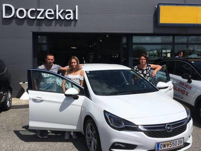 Wir gratulieren Familie Fritz zum neuen #Opel #Astra Innovation mit LED-Matrix Licht und wünschen eine gute und sichere Fahrt!