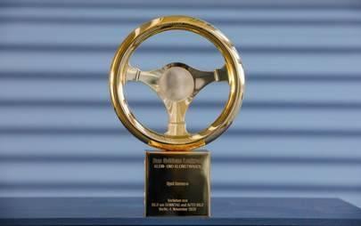 "Elektrisierender Sieger: Neuer Opel Corsa-e gewinnt das ""Goldene Lenkrad 2020"""