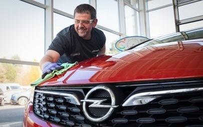 Frühjahrsputz mit den richtigen Pflegemitteln vom Opel-Partner