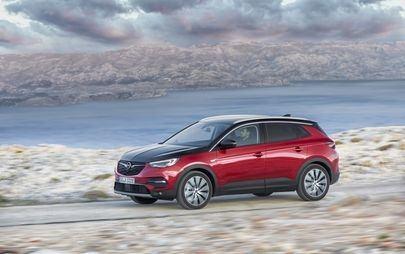 Auf die Plätze, laden, los: Neuer Opel Grandland X Plug-In-Hybrid mit Allradantrieb