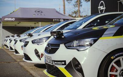 Die ersten Opel Corsa-e Rally an Kundenteams ausgeliefert