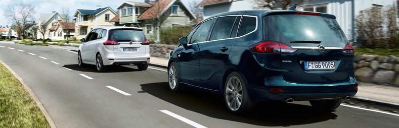 Opel ZAfira unterwegs in der Stadt